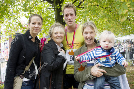 Royal Parks Foundation Half Marathon in Hyde Park Ben Fogle with His Sister and Mother Julia Foster His Wife Marina and Their Son Ludo