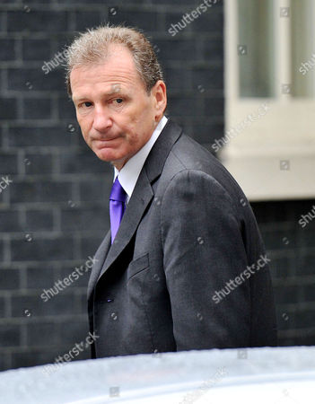 Cabinet Meeting at Number 10 Downing Street Westminster Sir Gus O'donnell Head of the Cabinet OfficeSir Gus O'donnell Who is to Retire at the End of the Year