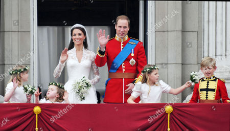 the Wedding of William Prince of Wales to Catherine Middleton the Bride and Groom Kiss On the Balcony of Buckingham Palace with Bridesmaids Lady Louise Windsor Grace Van Cutsem Margarita Armstrong-jones and Tom Pettifer