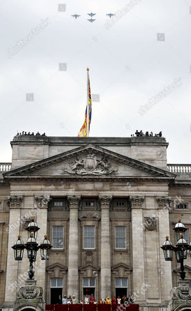 the Wedding of William Prince of Wales to Catherine Middleton the Royal Family Pose On the Balcony of Buckingham Palace - Michael Middleton Camilla Duchess of Cornwall Eliza Lopes Lady Louise Windsor Carole Middleton Charles Prince of Wales Michael Middleton Grace Van Cutsem Kate Middleton Duchess of Cambridge William Prince of Wales Duke of Cambridge Margarita Armstrong-jones Hm Queen Elizabeth Ii Tom Pettifer and William Lowther-pinkerton Prince Philip Duke of Edinburgh Harry Prince of Wales Pippa and James Middleton Watch the Fly Past
