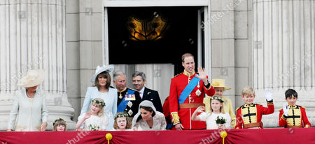 the Wedding of William Prince of Wales to Catherine Middleton the Royal Family Pose On the Balcony of Buckingham Palace - Camilla Duchess of Cornwall Eliza Lopes Lady Louise Windsor Carole Middleton Charles Prince of Wales Michael Middleton Grace Van Cutsem Kate Middleton Duchess of Cambridge William Prince of Wales Duke of Cambridge Margarita Armstrong-jones Hm Queen Elizabeth Ii Tom Pettifer and William Lowther-pinkerton