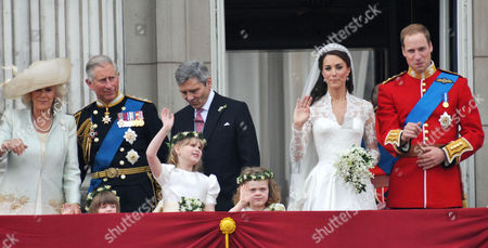 the Wedding of William Prince of Wales to Catherine Middleton the Royal Family Pose On the Balcony of Buckingham Palace - Camilla Duchess of Cornwall Eliza Lopes Lady Louise Windsor Charles Prince of Wales Michael Middleton Grace Van Cutsem Kate Middleton Duchess of Cambridge William Prince of Wales Duke of Cambridge