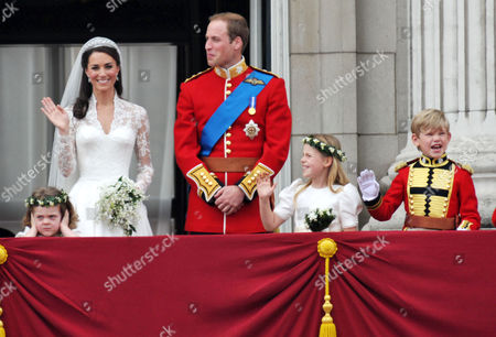 the Wedding of William Prince of Wales to Catherine Middleton the Royal Family Pose On the Balcony of Buckingham Palace - Grace Van Cutsem Kate Middleton Duchess of Cambridge William Prince of Wales Duke of Cambridge Margarita Armstrong-jones Tom Pettifer
