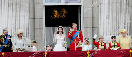 the Wedding of William Prince of Wales to Catherine Middleton the Royal Family Pose On the Balcony of Buckingham Palace - Charles Prince of Wales Duke of Cornwall Camilla Duchess of Cornwall Eliza Lopes Louise Windsor Grace Van Cutsem Kate Middleton Duchess of Cambridge William Prince of Wales Duke of Cambridge Margarita Armstrong-jones Tom Pettifer William Lowther-pinkerton and Hm Queen Elizabeth Ii