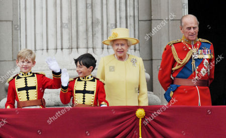 the Wedding of William Prince of Wales to Catherine Middleton the Royal Family Pose On the Balcony of Buckingham Palace - Tom Pettifer and William Lowther-pinkerton with Hm Queen Elizabeth Ii and Prince Philip Duke of Edinburgh