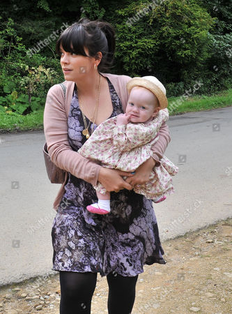Stock Image of Wedding at the Earl of Wemyss Estate Stanway House Gloucestershire Lily Allen Cooper with Her Daughter Ethel Cooper