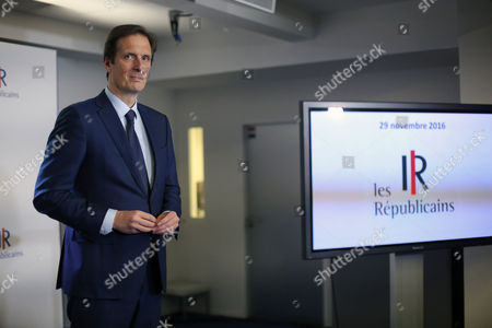 """Francois Fillon's spokesman, Jerome Chartier, gives a press conference after a meeting at the right wing party """"Les Republicains"""" headquarter, in Paris"""
