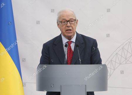 Chair of the Chernobyl Shelter Fund Hans Blix delivers a speech during a ceremony to unveil the 'New Safe Confinement' (NSC) arch, that will block radiation from the damaged reactor at the Chernobyl nuclear power plant