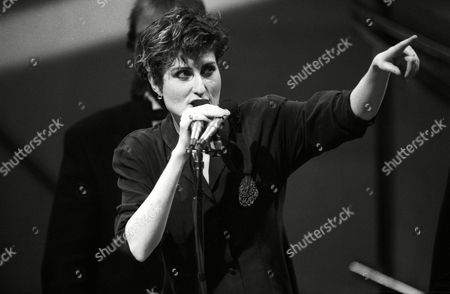 The 1989 British Pop Awards (brits) Held at the Grosvenor House Hotel Eddi Reader of Fairground Attraction Who Won Best British Album with 'The First of A Million Kisses'