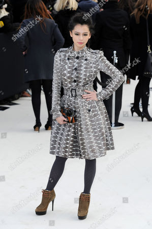 Burberry Autumn Winter Fashion Show Arrivals at the Albert Memorial Kensington Gardens During London Fashion Week Vivian Hsu