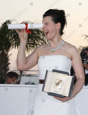 Closing Night Winners Photocall at the Festival De Palais During the 63rd Cannes Film Festival Best Actress - Juliet Binoche (certified Copy)