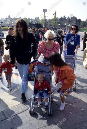 Opening Day Parade For Disneyland Resort Paris (euro Disney) Bob Geldof with Paula Yates and Their Daughters Fifi Trixibelle Geldof Peaches Geldof and Pixie Geldof