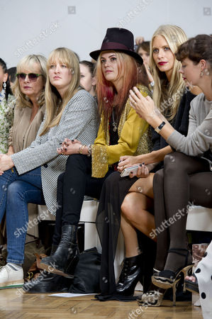 Sass&bide Ss2012 Front Row at the Royal Horticultural Halls During London Fashion Week 2012 Twiggy with Her Daughter Carly Witney Alison Mosshart and Poppy Delevingne