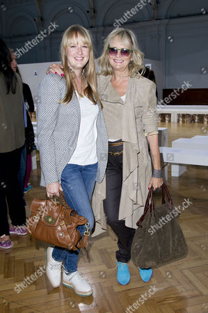 Sass&bide Ss2012 Front Row at the Royal Horticultural Halls During London Fashion Week 2012 Twiggy with Her Daughter Carly Witney