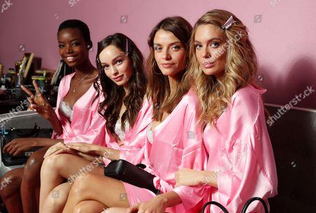 Maria Borges, Luma Grothe, Lais Oliveira and Megan Williams backstage