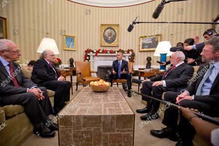 Barack Obama, Oliver Hart, F. Duncan M. Haldane, J. Fraser Stoddart, J. Michael Kosterlitz President Barack Obama meets with the 2016 American Nobel Prize winners in the Oval Office of the White House in Washington, . With Obama are from left, Oliver Hart, Laureate of the 2016 Nobel Prize in Economic Sciences, from Harvard University, F. Duncan M. Haldane, Laureate of the 2016 Nobel Prize in Physics from Princeton University, Sir J. Fraser Stoddart, Laureate of the 2016 Nobel Prize in Chemistry from Northwestern University, and J. Michael Kosterlitz, Laureate of the 2016 Nobel Prize in Physics, from Brown University