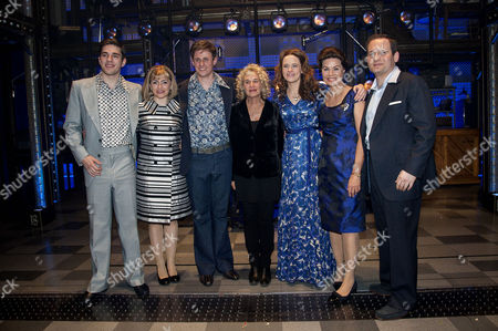 'Beautiful-the Carole King Musical' Press Night at the Aldwych Theatre and Afterparty at Somerset House Backstage - Carole King Poses with the Cast Katie Brayben (carole) Ian Mcintosh (barry) Alan Morrissey (gerry Goffin) and Lorna Want (cynthia) and Glynis Barber