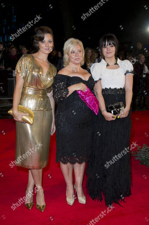 'Saving Mr Banks' Red Carpet at the Odeon Leicester During the Bfi London Film Festival 2013 Alison Owen with Her Daughters Lily Allen and Sarah Owen