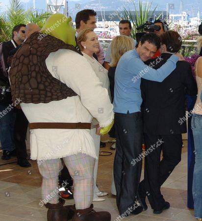 2004 Cannes Film Festival Photocall For Shrek 2 Julie Andrews Antonio Banderas Jennifer Saunders Mike Myers & Cameron Diaz