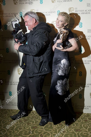 Ee British Academy Film Awards Dinner at the Grosvenor House Hotel Cate Blanchett Best Actress For 'Blue Jasmine' Poses with Photographer Dave Hogan