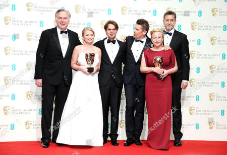 Ee 2015 British Academy Film Awards Press Room at the Royal Opera House Ellar Coltrane Ethan Hawke Patricia Arquette John Sloss Jonathan Sehring and Cathleen Sutherland Collect the Award For Best Film 'Boyhood'