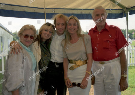 Robin Gibb with His Wife Dwina Murphy-gibb and His Mother Barbara and Father Hugh Gibb with Susan George