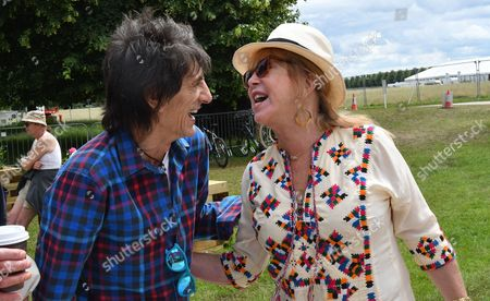 04 07 16 Press Day at Hampton Court Flower Show at Hampton Court Palace Ronnie Wood with Patti Boyd