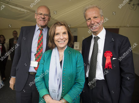 Stock Picture of 02 06 2015 Macmillan's House of Lords Vs House of Commons Tug of War Westminster College Gardens London Lord Colwyn Baroness D'souza and Lord Howard Leigh