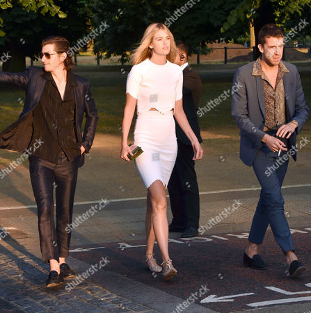Serpentine Summer Party at the Serpentine Gallery Kensington Palace Gardens London Alex Turner with His Girlfriend Taylor Bagley