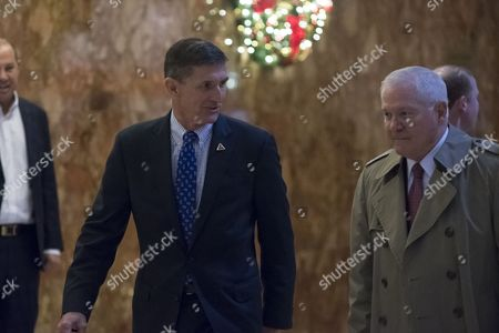 Lieutenant General Michael Flynn and Former Secretary of Defence Robert Gates in the lobby of Trump Tower