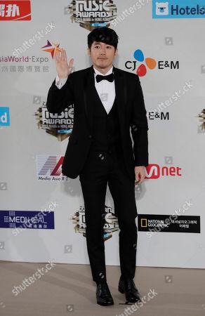 South Korean actor Jang Hyuk poses for photos on the red carpet of the 2016 Mnet Asian Music Awards (MAMA) in Hong Kong