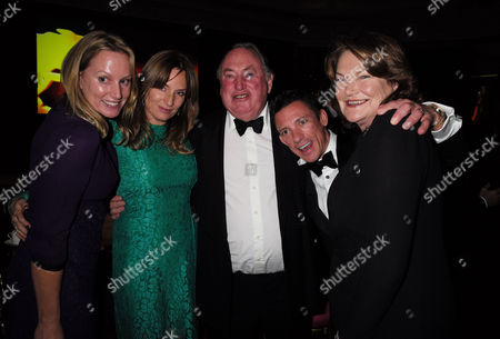 10 11 15 Cartier Racing Awards at the Dorchester Hotel Frankie Dettori the Oppenheimer Family Anthony Oppenheimer with His Wife Antoinette Oppenheimer with Their Daughters Emily Oppenheimer and Sophie Oppenheimer