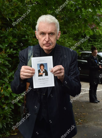 20 08 15 Cilla Black's Funeral at St Mary's Church Woolton Liverpool Scenes After the Service Mike Mcgear