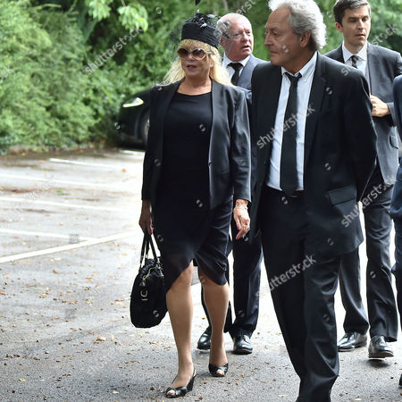 20 08 15 Cilla Black's Funeral at St Mary's Church Woolton Liverpool Patti Boyd and Her Husband Rod Weston