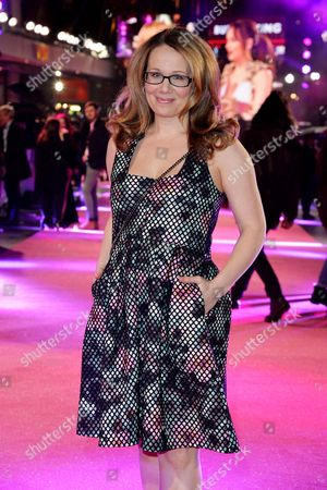09 02 16 How to Be Single Premiere at Vue Leicester Square Dana Fox Producer