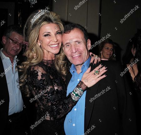 23 01 16 Lisa Tchenguiz's 51st Birthday Party at the Home of Her Brother Robert Tchenguiz Kensington Gore Kensington West London Lisa Tchenguiz with Poju Zabludowicz