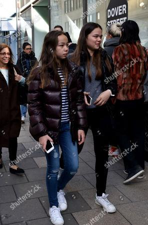 04 03 16 Murdoch Wedding Weekend Rupert Murdoch's Daughters Grace Helen Murdoch Chloe Murdoch Shopping in Dover Street