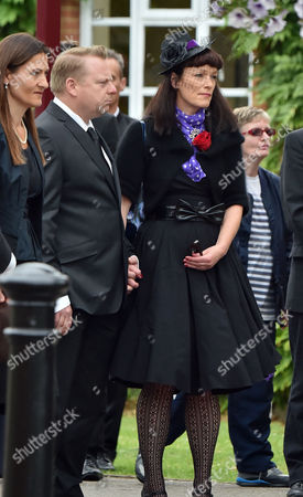 13 08 15 the Funeral of George Cole at Reading Crematorium His Family Arrive For the Service