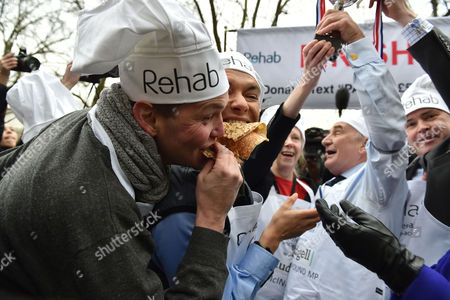 09 02 16 the Rehab Parliamentary Pancake Race at Victoria Tower Gardens Millbank Westminster London Stephen Pound Mp and His Winning Team