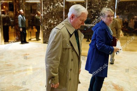 Former Secretary of Defense Robert Gates walks off after talking with reporters after a meeting with President-elect Donald Trump at Trump Tower, in New York