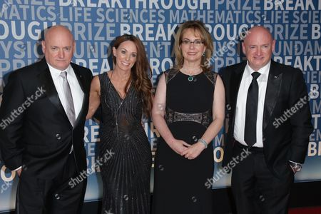 Scott Kelly and Amiko Kauderer with Gabrielle Giffords and Mark Kelly