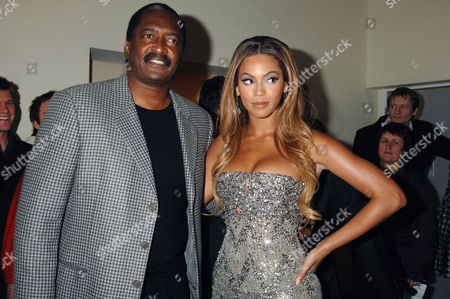 'Dreamgirls' Uk Premiere at the Odeon Leicester Square Beyonce Knowles with Her Father Mathew Knowles
