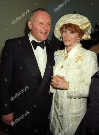 1993 Evening Standard Film Awards at the Savoy Sir Anthony Hopkins with Ann-margret