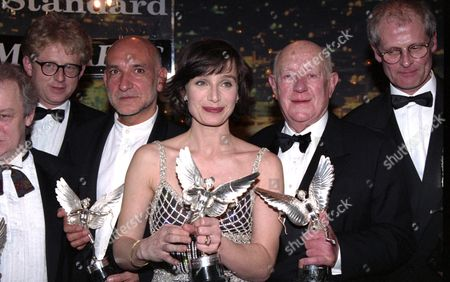 Evening Standard Film Awards at the Savoy Kristin Scott Thomas (winner of Best Actress For 'Four Weddings and A Funeral') and Richard Curtis (winner of Best Screenplay For 'Four Weddings and A Funeral') and Ben Kingsley (winner of Best Actor For 'Schindler's List') Also Ken Loach and Sir Alec Guinness (winner of the Special Award)