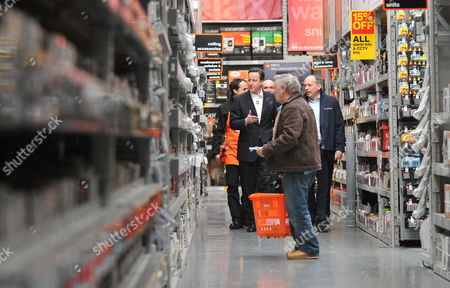 Stock Image of B&q Store Hayes in Middlesex David Cameron Mp Leader of the Conservative Party with Ian Cheshire Chief Executive of Kingfisher