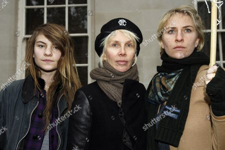 Stock Photo of Protesters Outside the High Commission For Pakistan Lownes Square Knightsbridge Calling For the Release of Imran Khan and End of Marshall Law and State of Emergency Declared by President Musharraf Trudie Styler with Her Daughters Eliot Paulina ( Coco) and Bridget Michael (mickey)