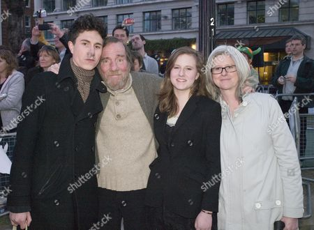 Uk Premiere of 'The Age of Stupid' Premiere Leicester Square Gardens Pete Postlethwaite with His Wife Jacqueline Morrish and Their Children William and Lily Postlethwaite