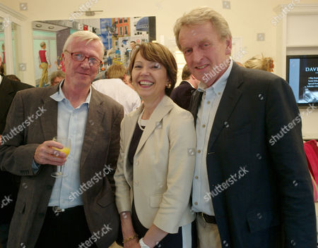 Brian and Basia Briggs Anti-chelsea Flower Show Gala Cocktail Party at Their Home in Chelsea Mike Hollingworth Sir Christopher Meyer with His Wife Lady Catherine Meyer