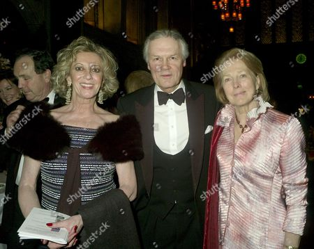 Stock Image of Iss Dinner in Aid of International Child Protection at the Guildhall Marie-claire Baroness Von Alvensleben with Sir Anthony Figgis with His Wife Lady Figgis