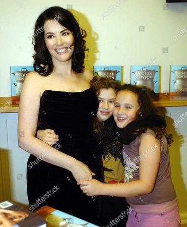 Nigella Lawson with Her Daughters Cosima Diamond & Pheobe Saatchi (r)